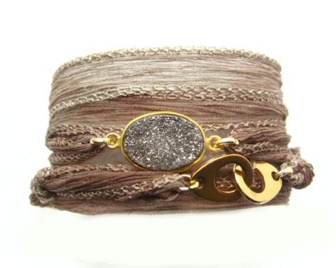 Bracelet en soie Gemma et quartz druse gris