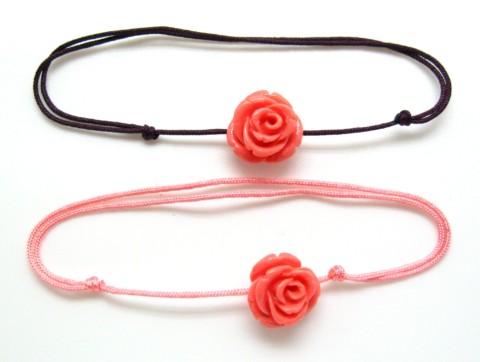 Bracelet avec rose en résine